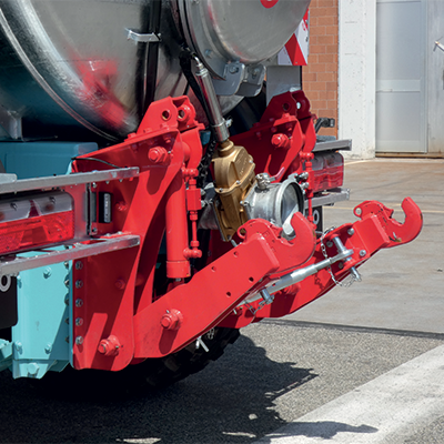 Rear linkage to hook any type of landfill system