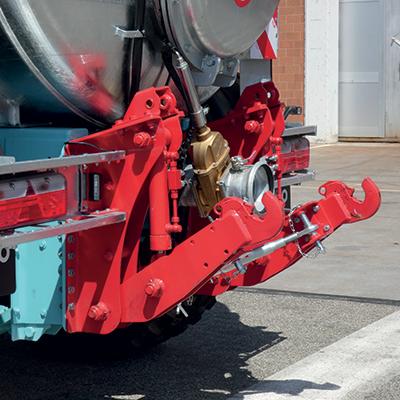 Attelage hydraulique arrière pour sytèmes d'enfouissemnt