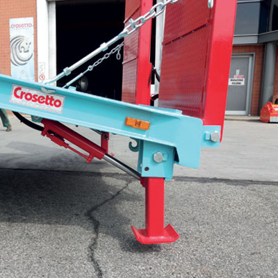 Stabilizing hydraulic stand jacks